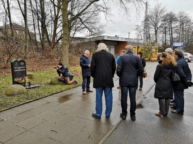 Gedenkveranstaltung im Frühjahr am Bahnhof Fischerhof